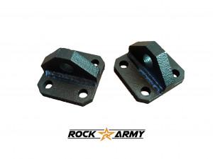 Kit de 2 supports pour manilles pour pare chocs Rock Army Épaisseurs: Base 10mm Oreille 15mm Mesures: 80mm x 80mm Visserie vendues incluses (8 boulons écrous) Vendu par paire.
