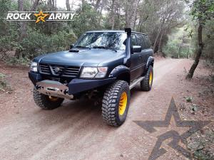 Pare chocs avant acier avec porte treuil de marque Rock Army pour Nissan Patrol Y61 (EAG)