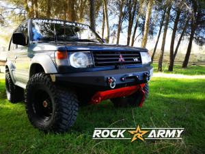 Pare chocs avant acier avec porte treuil de marque Rock Army pour Mitsubishi Montero V20