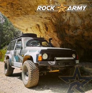 Pare chocs avant acier avec porte treuil et protection de marque Rock Army pour Nissan Patrol Y60 (ANG)